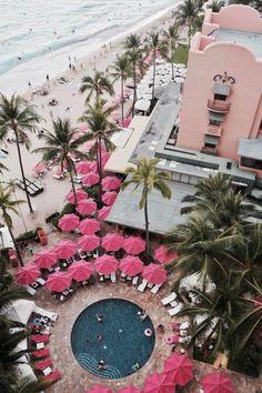 Awesome pink hotel in Hawaii, great honeymoon destination Honeymoon Vacations, Hawaii Honeymoon, Hawaii Vacation, Hawaii Travel, Vacation Destinations, Dream Vacations, Travel Usa, Travel Tips, Hawaii Hawaii