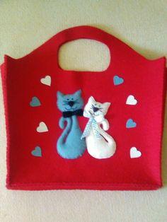 Semra Hanım'ın isteği üzerine bu çantaya kediler koydum. Umarım beğenir =))