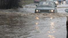 Мъж и три деца бяха спасени от наводнен подлез във Варна