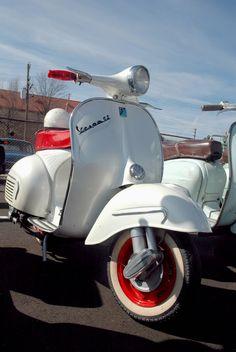 VESPA WHITE WITH RED http://www.uksportsoutdoors.com/product/schwinn-raid-540-bmx-bike/