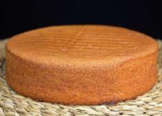 Bizcocho genovés, receta paso a paso - El bizcocho genovés es uno de los bizcochos básicos de repostería que pueden humedecerse, cortarse en capas y rellenarse al gusto. No lleva levadura n...  #bizcocho #genoves #receta Plum Cake, Loaf Cake, Sweets Cake, Sin Gluten, Sweet Life, Nutella, Food And Drink, Yummy Food, Yummy Yummy