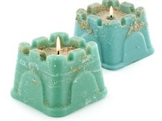 These cute sand castle candles make a great summertime activity! #DIY #sandcastles #candlemaking