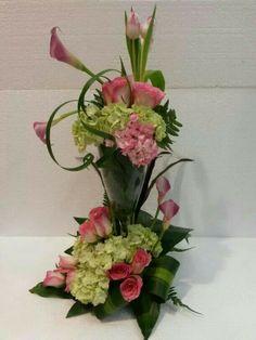 Contemporary Flower Arrangements, Tropical Flower Arrangements, Church Flower Arrangements, Flower Centerpieces, Tropical Flowers, Flower Decorations, Deco Floral, Arte Floral, Floral Design