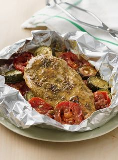 Good things come in small packages, and this cleanup free chicken dinner is no exception. This summery combination of pesto, chicken and fresh veggies pairs beautifully with pasta, rice or crusty bread.