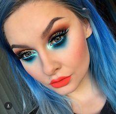 // Patrizia Conde Blue Eyeshadow Makeup, Eye Makeup, Hair Makeup, Colourpop Cosmetics, Benefit Cosmetics, Music Festival Makeup, Contour Palette, Makeup Addict, Cute Hairstyles