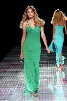 Versace at Milan Fashion Week Spring 2008 - Runway Photos Grecian Goddess, Milan Fashion, Versace, Runway, Formal Dresses, Spring, Clothes, Photos, Pictures
