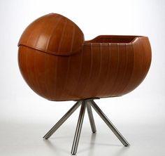 le berceau pour b b en bois et en forme de lune avon et b b. Black Bedroom Furniture Sets. Home Design Ideas