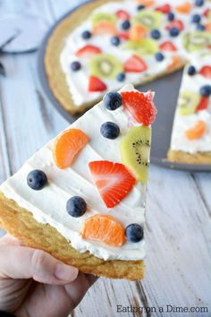Make this delicious Sugar Cookie Fruit Pizza and you will not be disappointed! This Easy Fruit Pizza Recipe is amazing! You will love this fruit pizza with sugar cookie crust. Fruit pizza recipe sugar cookie will be a hit. Fruit Pizza Cups, Fruit Pizza Frosting, Mini Fruit Pizzas, Easy Fruit Pizza, Easy Sugar Cookies, Sugar Cookie Dough, Sugar Cookies Recipe, Cookie Recipes, Cookie Crust