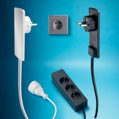 Steckermodul - Problemlöser hinter Möbeln: ultraflacher Stecker. Einfaches Herausziehen per Hebelwirkung.