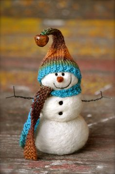 Bear Creek Snowmen - Bear Creek Felting Needle Felted Snowman by fiber artist and needle felting instructor Teresa Perleberg of Bear Creek felting. Learn how to make a just like this in a super easy needle felting kit designed by Teresa. Wool Needle Felting, Needle Felting Tutorials, Needle Felted Animals, Felt Snowman, Snowman Crafts, Felt Crafts, Snowman Wreath, Sheep Crafts, Cardboard Crafts