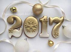 New Year's Eve cookies Cookies Cupcake, New Year's Cupcakes, Galletas Cookies, Iced Cookies, Cute Cookies, Royal Icing Cookies, Holiday Cookies, Sugar Cookies, New Years Cookies