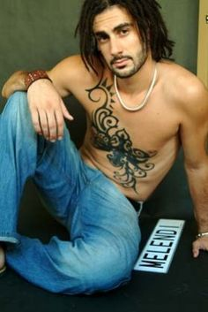 Melendi: fotos del cantante Retro Aesthetic, Dear God, Crushes, Youtube, Dreadlocks, Portrait, Men, Boss, Shape