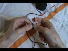 L'I-cord ressemble à une cordelette de tricotin, elle se tricote avec 2 aiguilles double pointes (mais on peut aussi adapter et la tricoter avec une seule aiguille circulaire).