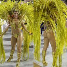 Bianca Leão, rainha de bateria da União da Ilha, brilhou no desfile da agremiação, na Marquês de Sap... - AGNews, Montagem