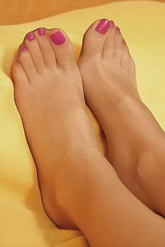 Remarkable pretty toes and pantyhose
