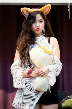 190331 Fansign At InternationalYouth Center Soyeon, Cube Entertainment, Love Her, Rapper, Flower Girl Dresses, Wedding Dresses, Virgos, Kpop Groups, Fashion