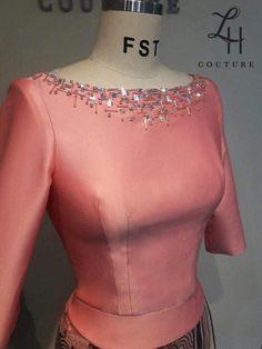 Kurta Designs Women, Blouse Designs, Dress Sewing Patterns, Blouse Patterns, Traditional Dresses Designs, Myanmar Dress Design, Myanmar Traditional Dress, Motifs Perler, Formal Dresses With Sleeves