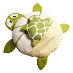 coussin et doudou tortue - Sewing Toys, Baby Sewing, Sewing Crafts, Sewing Projects, Handmade Toys, Handmade Crafts, Sewing For Kids, Diy For Kids, Turtle Crafts