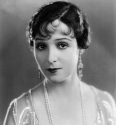 Florence Vidor Silent Screen Stars, Silent Film, Vintage Hairstyles, Florence, Vintage Beauty, American Actress, Pearls, Classic, Celebs