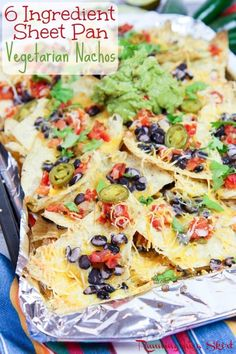 The Best 6 Ingredient Easy Vegetarian Nachos recipe with healthy swaps! A simple appetizer loaded with black beans, chips, cheese, avocado and pico de gallo / salsa. Fun for the Super Bowl, game day snacks or football parties. Also could be a delicious fo Veggie Nachos, Vegetarian Nachos, Vegetarian Recipes Easy, Clean Eating Recipes, Veggie Recipes, Healthy Recepies, Vegetarian Entrees, Veggie Meals, Vegetarian Cooking
