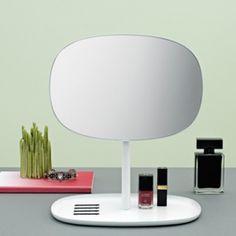 Sfeerfoto van Normann Copenhagen Flip mirror. Spiegel verkrijgbaar via www.emma-b.nl