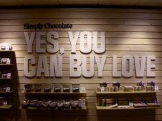 23 ideas for chocolate design store Chocolate Store Design, Chocolate Stores, Chocolate Gifts, Cafe Interior, Shop Interior Design, Cafe Design, Chocolate Boutique, Espace Design, Lokal