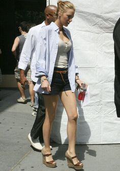 Even when she has this kind of outfit she looks good #shirt#shorts#day#look#blake