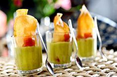 Copinhos de guacamole com chips de batata doce