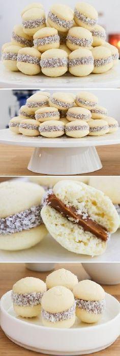 Lo mejor de todos Alfajorcitos de Maicena es de mi Madre. #alfajorcitos #alfajores #alfajor #maicena #dulcedeleche #coco #coconut #dulces #pan #panfrances #pantone #panes #pantone #pan #receta #recipe #casero #torta #tartas #pastel #nestlecocina #bizcocho #bizcochuelo #tasty #cocina #chocolate Si te gusta dinos HOLA y dale a Me Gusta... Cookie Recipes, Dessert Recipes, Chilean Recipes, Mini Desserts, Mini Cakes, Macaroons, Love Food, Sweet Recipes, Donuts