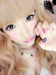You're so pretty! And youre nails are perfect! Amazing hair too.... lol I said this on your other pin too! LOL