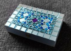 Blue box created from cigar box. By Tinsi Winsi Mosaic Crafts, Mosaic Projects, Projects To Try, Mosaic Ideas, Jewellery Boxes, Jewelry Box, Jewlery, Mosaic Vase, Mosaic Madness