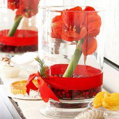 Table artisanat décoration de Noël dans les arrangements de Noël rouges