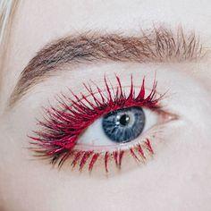 Te atreves a darle color a tus pestañas? - Dale un toque diferente y original a tu mirada; la clave está en combinar bien el color con el resto de tu look. - #tumaqui #makeup #maquillaje #tips #belleza #contorno #makeuplover #makeuprevolution #labios #lipstick #iluminador #vidademaquilladora #gloss #blogger #envios #gratis #nacional #internacional #box #productos #instamakeup #base #blush #maquillador #delineador #makeupaddict #fashion #mujer #moda #makeupfan