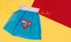 Discover all our free ideas, tutorials and advice for throwing a superhero themed birthday party! Party Kit, Party Bags, Superhero Capes, Coloured Pencils, Some Cards, Child Love, Birthday Celebration, Little Ones, Centre