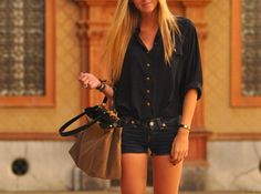 Black button down, short shorts, big bag <3