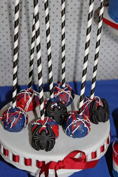 Spiderman Birthday Party cake pops favors spiders #spiderman #amazingspiderman #spidermanbirthday