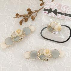 ホワイトグレーキラキラレジンバレッタ*再90回以上* Resin Jewelry, Hair Jewelry, Jewelry Sets, Fashion Jewelry, Presents For Your Boyfriend, Boyfriend Gifts, Resin Crafts, Resin Art, Japanese Gifts