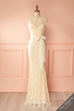 Francia Cream #boutique1861 / Lace lends itself easily to all celebrations and elegant events; this long ravishing dress will give you a soft and undeniably distinguished look. The mermaid cut highlights your silhouette by hugging your curves and flaring gracefully to the floor. Add pearls around your neck and on your ears and you're sure to make a majestic entrance!
