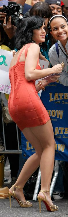 Katy Perry Shows Off Her Curves, Legs For Letterman (PHOTOS VIDEO)