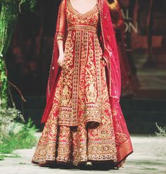 daily-sari:  Lovely bridal wear  @Monika Albrecht Albrecht OR THIS ONEYOULL PROB NEVER SEE THIS