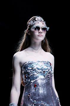DITP JAKARTA FASHION WEEK Jakarta Fashion Week, Crown, Modern, Corona, Trendy Tree, Crowns, Crown Royal Bags