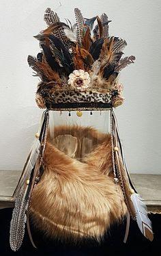 Feather Headpiece, Feather Art, Feather Jewelry, Fascinator Hats, Bohemian Jewelry, Bohemian Style, Fascinators, Native American Cake, Native American Patterns