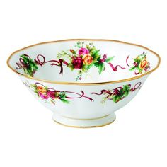Royal Albert Old Country Roses Christmas Tree Collection adds a seasonal touch and warmth to any table. This Christmas Tree Serving Bowl features a beautifully decorated Christmas tree outlined with a festive themed Old Country Roses design and iconic gold rim.