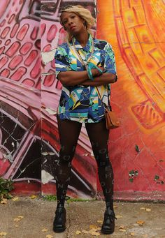 london street art via Vintage abstract art shirt Vintage Scarf, Blouse Vintage, 90s Shirts, South London, Fashion Videos, London Street, Photos Of Women, Printed Shirts, Vintage Outfits