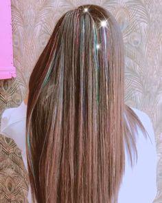 Sparkling hair: the extensions you want to have in your hair - Modern Crazy Hair, Big Hair, Crazy Crazy, Hair Tinsel, Glitter Hair, Unicorn Hair Color, Brunette Hair, Blonde Hair, Hair Addiction