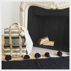 Pensez à votre sac à bûches pour cet hiver #sacabuche #hiver #selectionm #toiledejute #panier @selectionmparis #aucoindufeu
