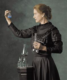 Marie Curie was a woman before her time. Born in in Poland, she was a genius in physics and in chemistry - Marie Curie zamanından… Marie Curie, Good Woman, Great Women, Amazing Women, Super Women, Prix Nobel, Tilda Swinton, Nobel Prize, Women In History