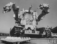 AFSWCビートル。アメリカ合衆国に本社を置くゼネラル・エレクトリックが開発に関わった原子力発電所内での作業を想定されたロボット。二つのロボットアームを搭載してリモートコントロールに対応できる設計だった。 pic.twitter.com/m4WkpzMRnW