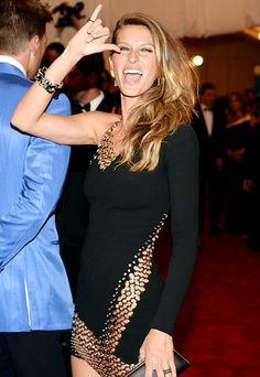 Gisele has a punk-rock moment at the 2013 Met Gala!