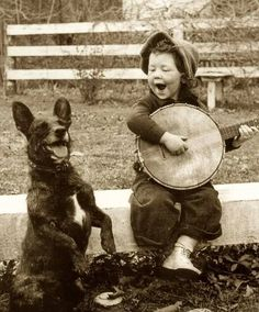 Children of the past Adorable Historical Photos Of Kids That Will Warm your heart Vintage Pictures, Old Pictures, Old Photos, Vintage Photographs, Vintage Children, Vintage Dog, Vintage Black, Historical Photos, Belle Photo